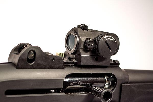 Aimpoint_Micro_H1_Beretta_1301_Tactical-1