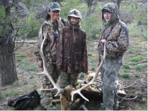 Elk_carcas_lion_kill.jpg_